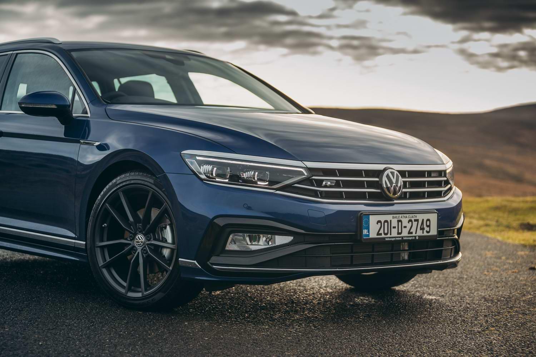 Volkswagen Passat 2.0 TDI R-Line Estate (2020) | Reviews ...