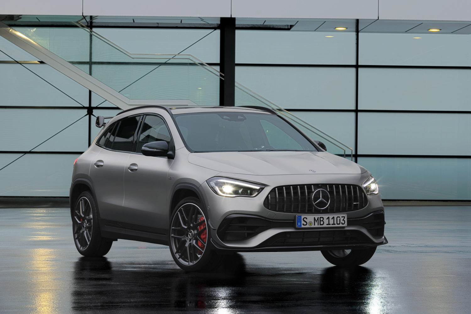 Mercedes shows off GLA 45 AMG
