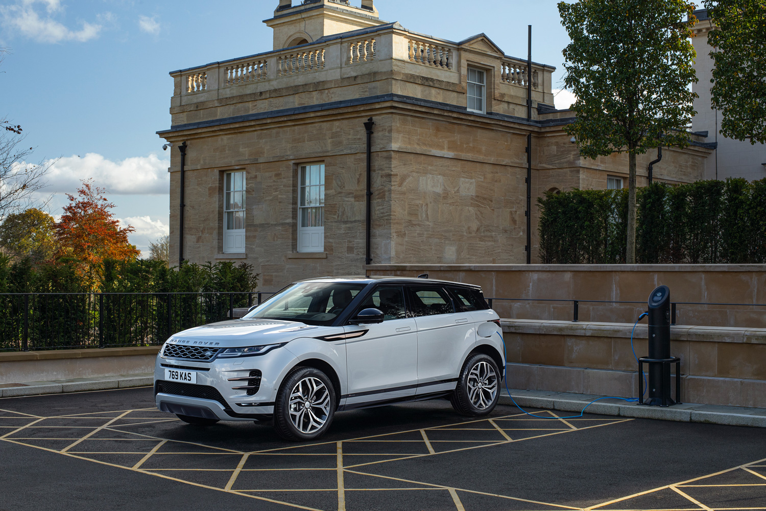 Car News | Land Rover launches plug-in Evoque and Discovery Sport | CompleteCar.ie