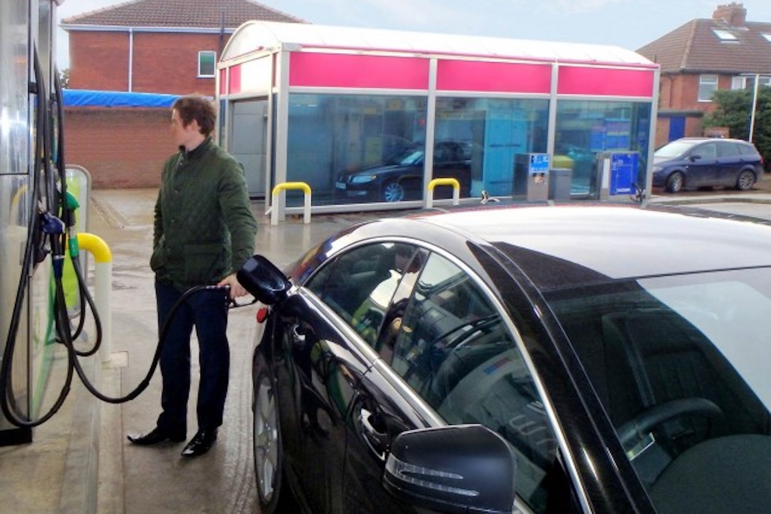Car News | Fuel prices in Ireland drop as traffic levels increase | CompleteCar.ie