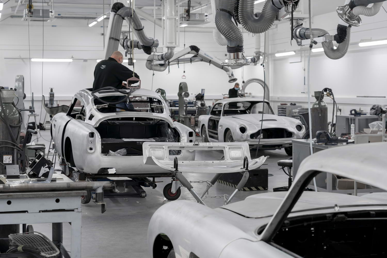Car News | Goldfinger Aston DB5 enters production | CompleteCar.ie