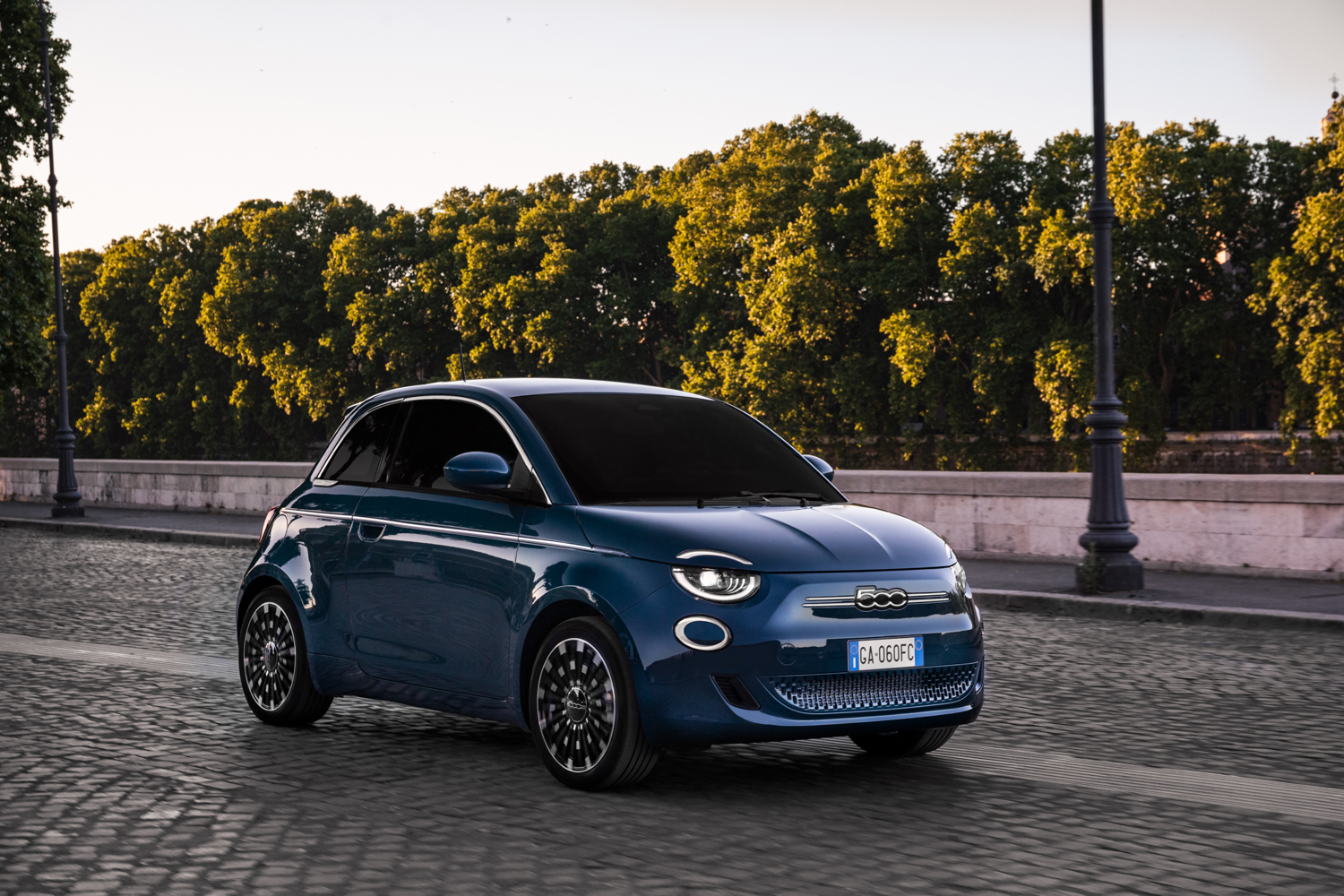 Car News | Order books open for electric Fiat 500 | CompleteCar.ie