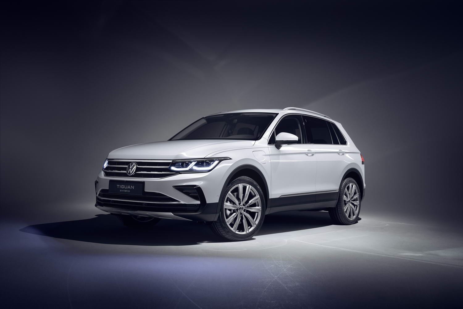Car News | Updated VW Tiguan goes hybrid and R | CompleteCar.ie