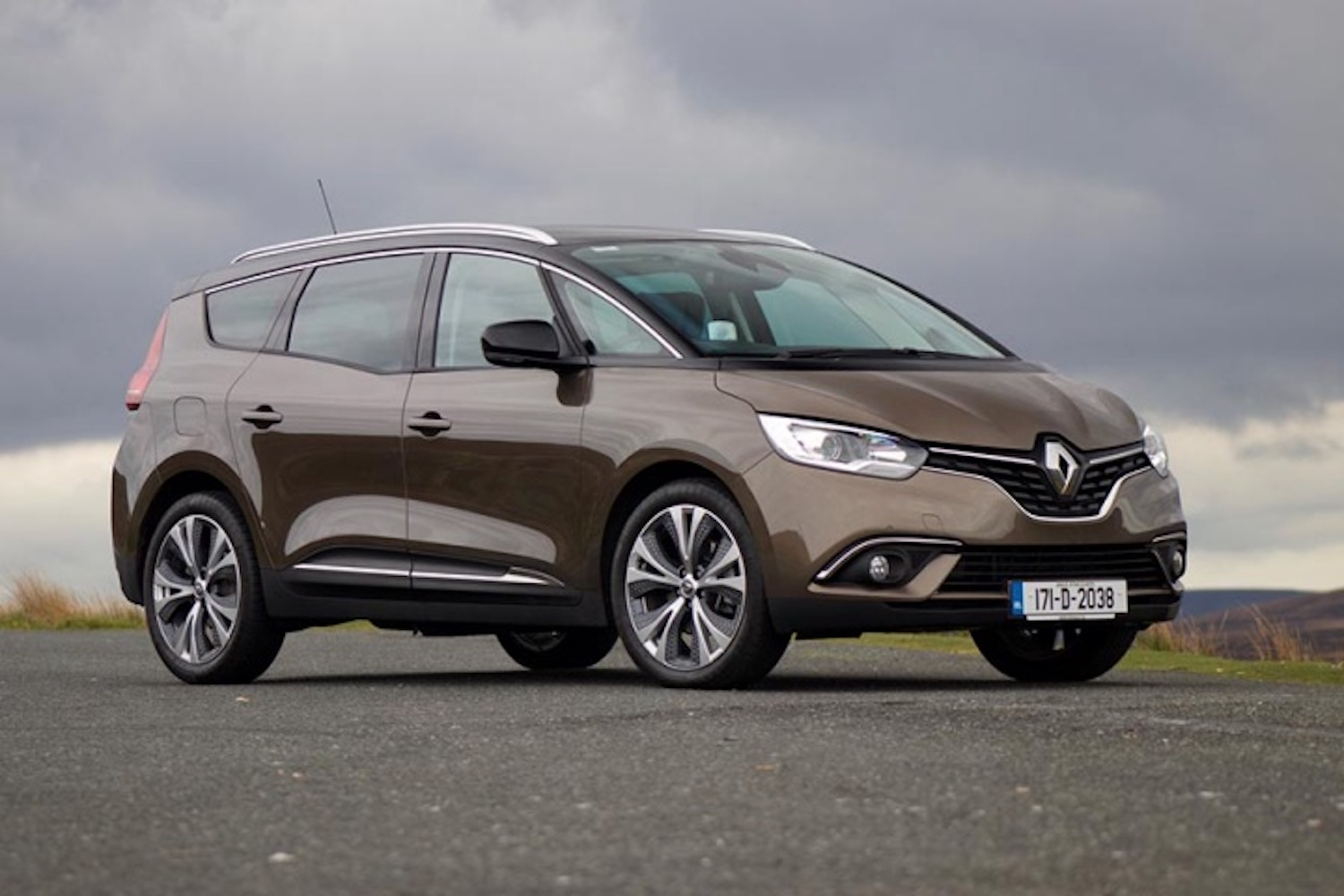 Car News | Renault drops right-hand drive Scenic | CompleteCar.ie