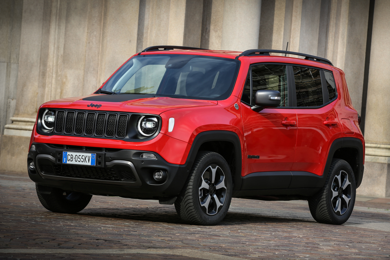 Car News | Renegade 4xe is the first plug-in hybrid Jeep | CompleteCar.ie