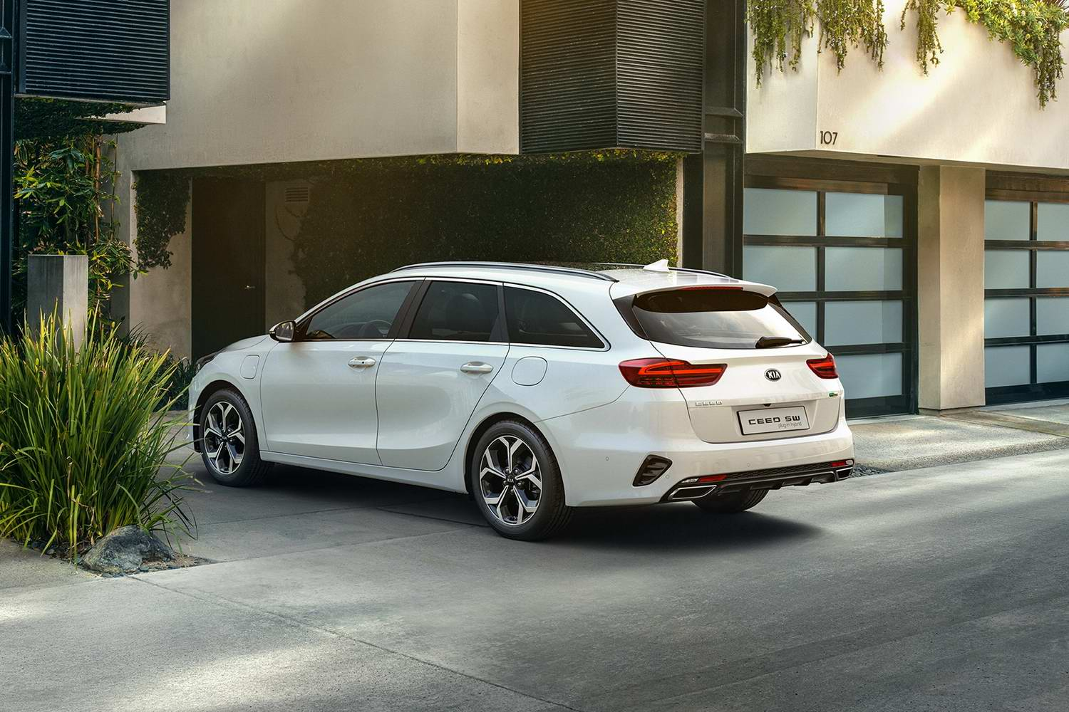 Car News | Kia launches hybrid Ceed in Ireland | CompleteCar.ie