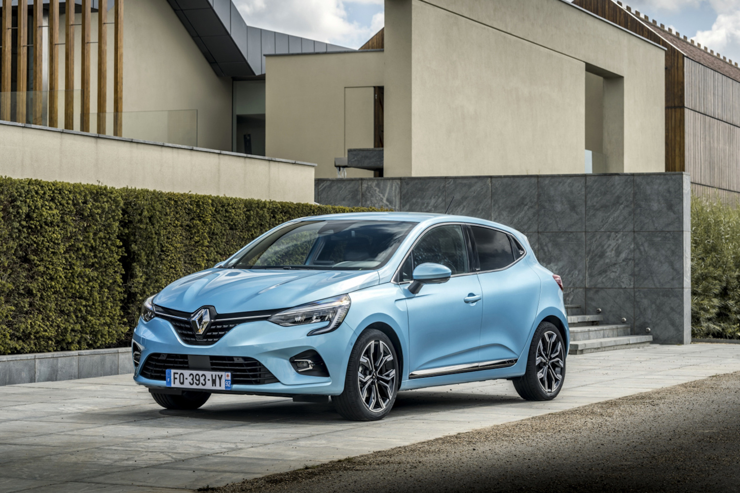 Car News | Renault and Dacia announce 211 offers | CompleteCar.ie
