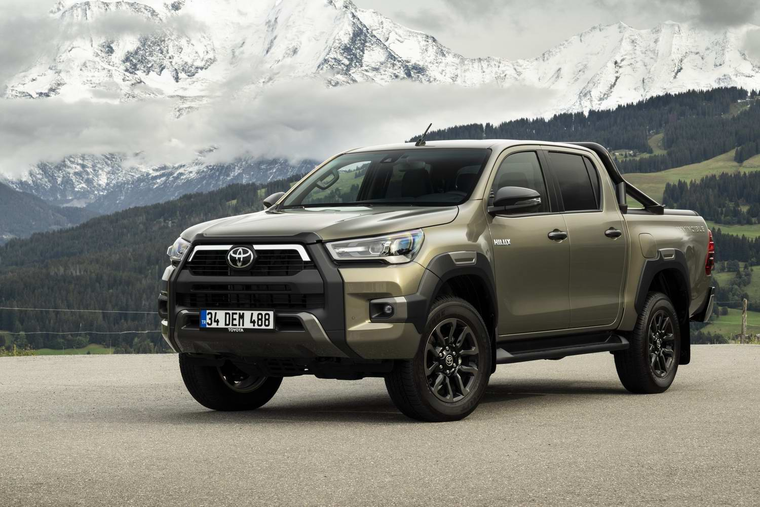 Car News | Toyota updates the Hilux | CompleteCar.ie