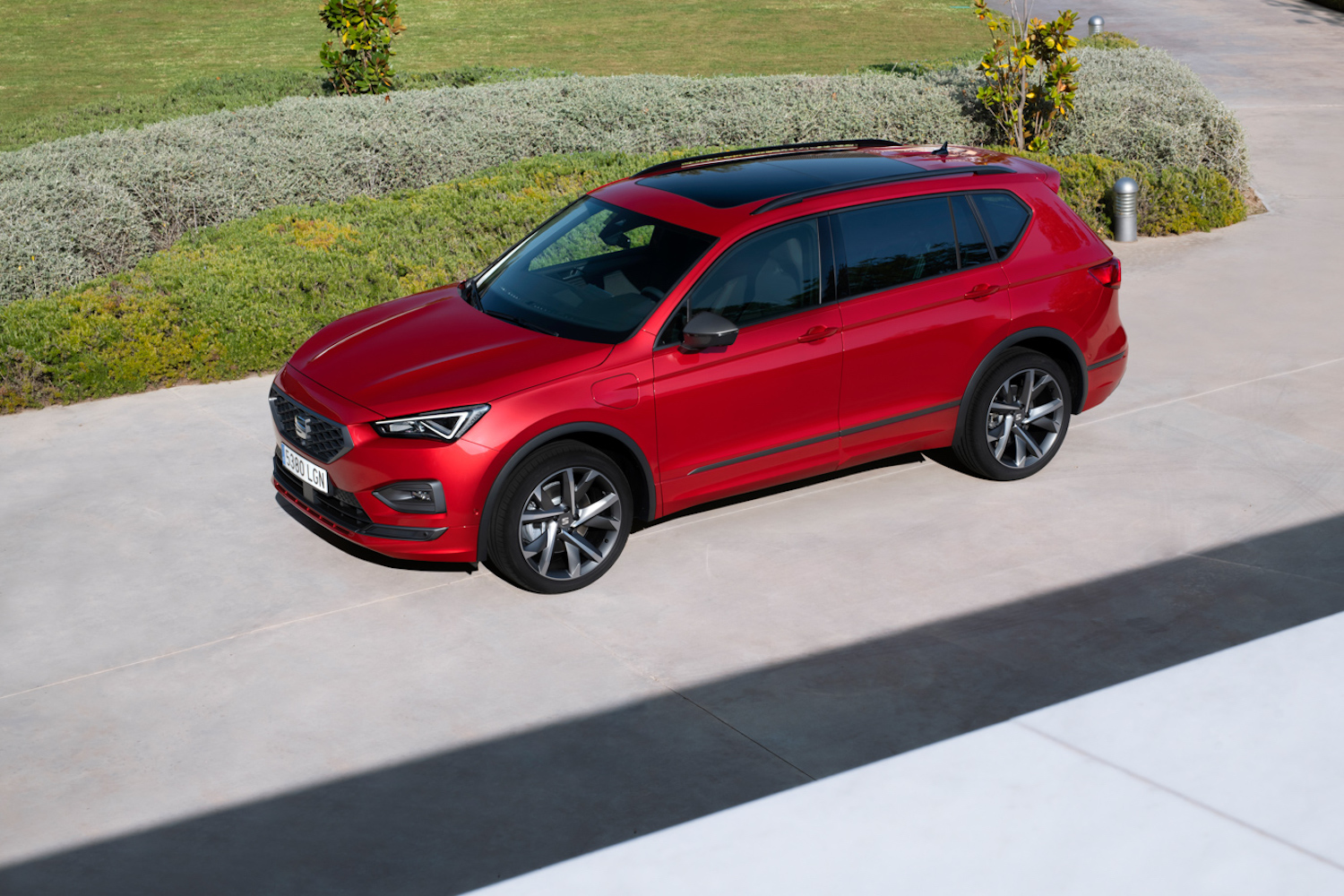 Car News | SEAT starts building Tarraco e-Hybrid plug-in | CompleteCar.ie