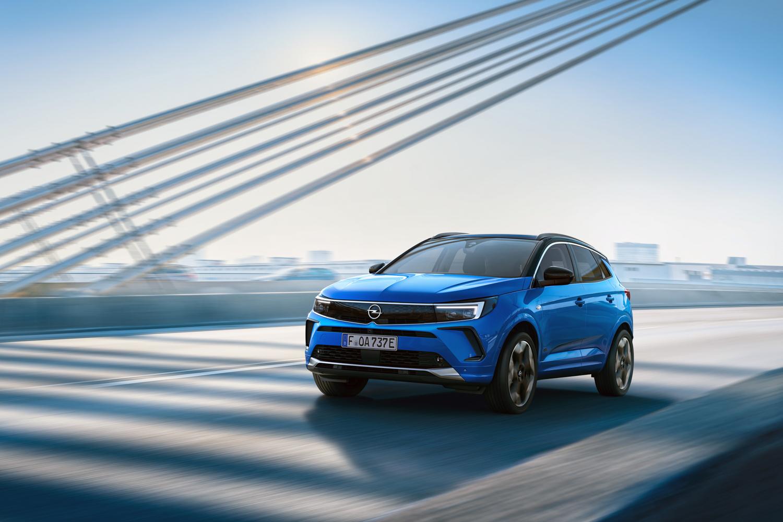 Car News | Opel Ireland shows off updated Grandland SUV | CompleteCar.ie