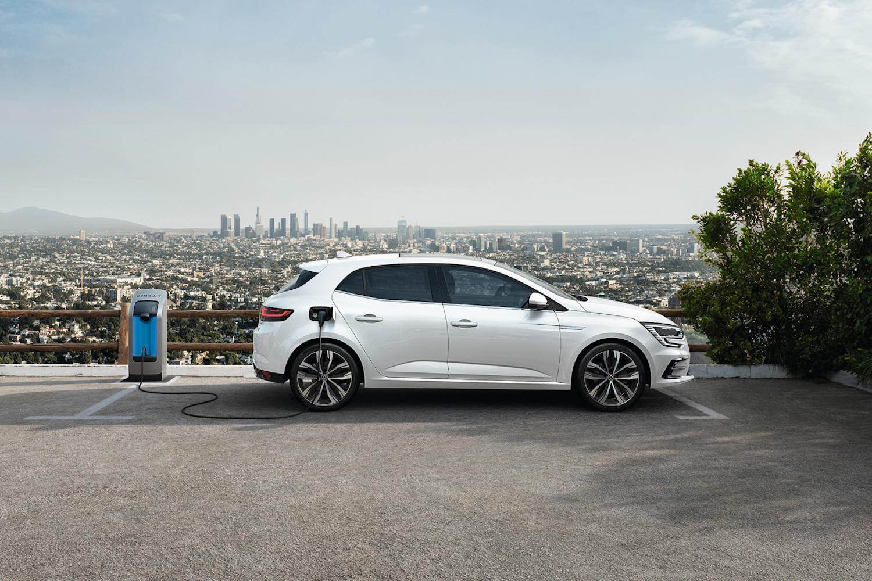 Car News | Renault Megane hatch E-Tech plug-in hybrid | CompleteCar.ie