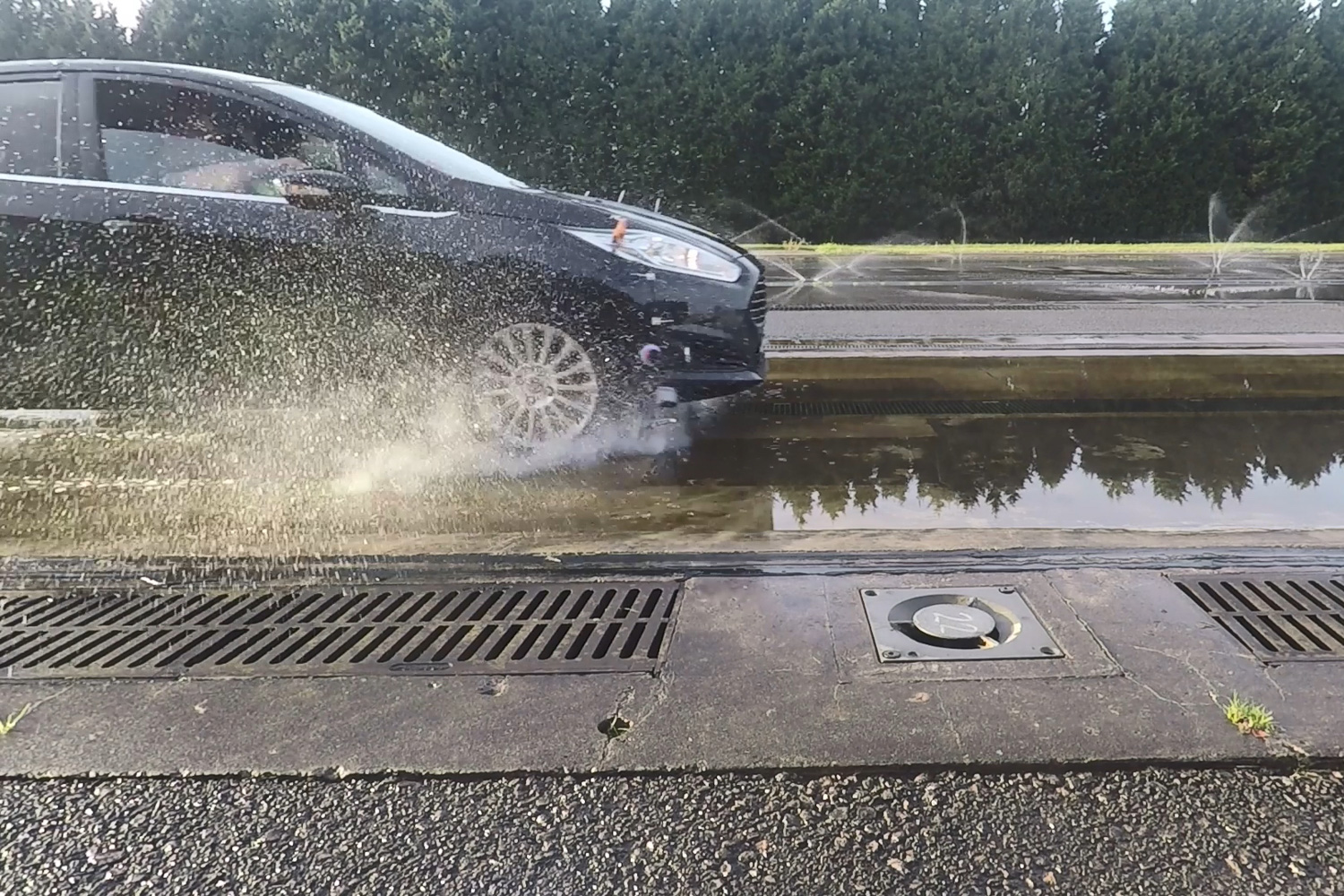 Car News   Run Dry Traction System could prevent aquaplaning   CompleteCar.ie