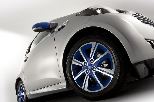 Car News | Aston shows limited edition Cygnet | CompleteCar.ie