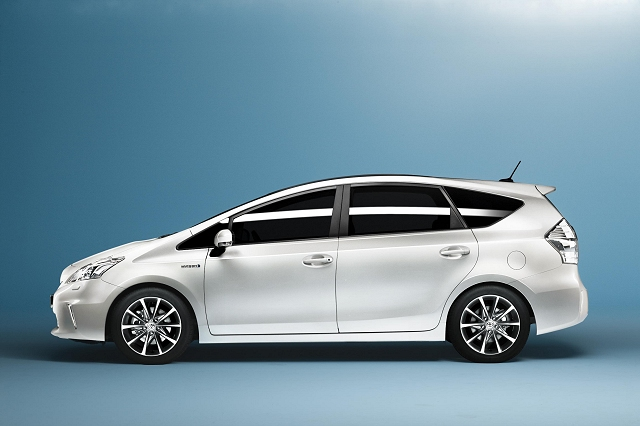 Car News | New seven-seat Prius | CompleteCar.ie
