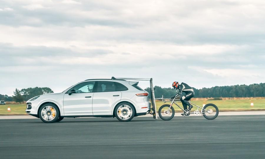 Car News | Cyclist sets new speed record behind Porsche Cayenne