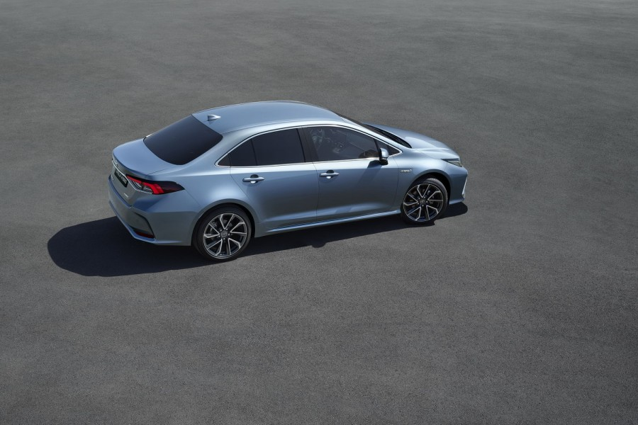 Car News | Toyota Corolla hybrid saloon revealed in China