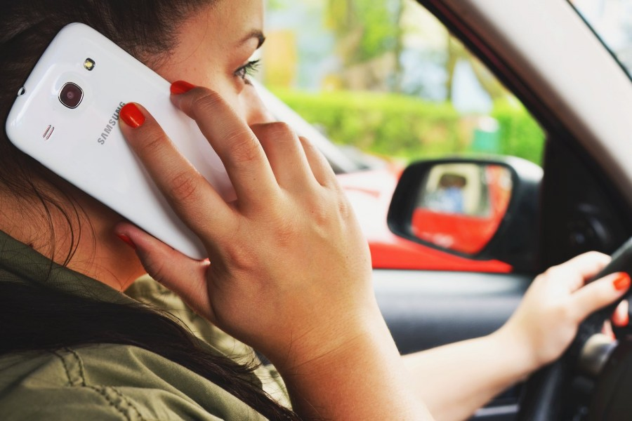 Two thirds of Irish drivers admit to mobile phone use
