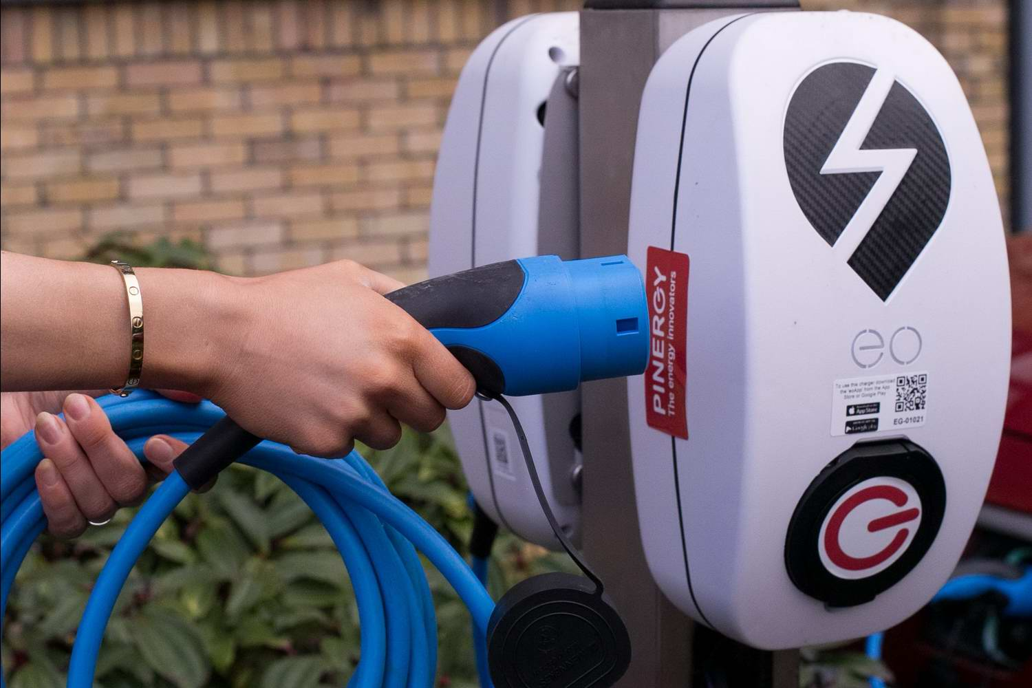 Car News   Free electric car charging on Fridays   CompleteCar.ie