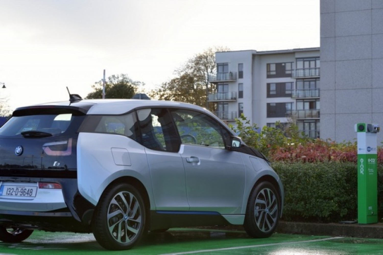 Car News | Fewer than half of Irish drivers confident in electric cars | CompleteCar.ie