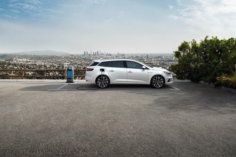 Car News | Renault updates Megane range with new plug-in hybrid | CompleteCar.ie