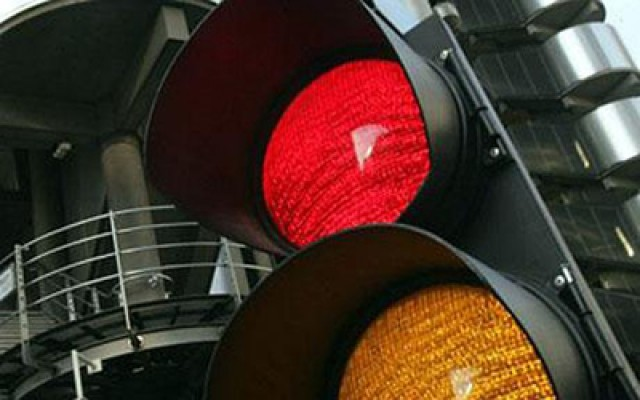 Car News | AA survey: 7.6 percent of drivers break red lights | CompleteCar.ie