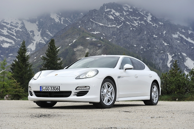 Car Reviews | Porsche Panamera S Hybrid | CompleteCar.ie
