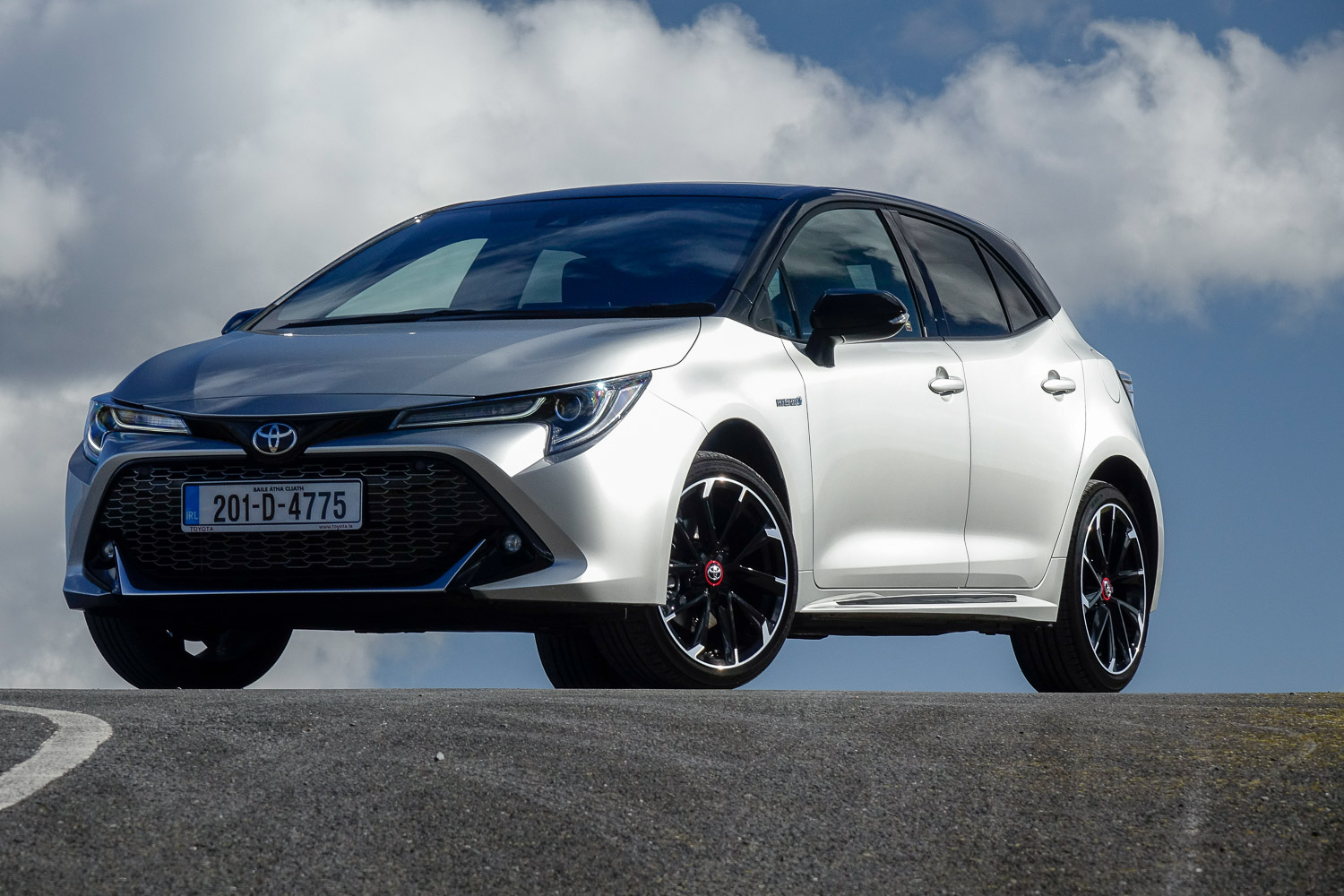 Car Reviews | Toyota Corolla 2.0 Hybrid GR Sport (2020) | CompleteCar.ie