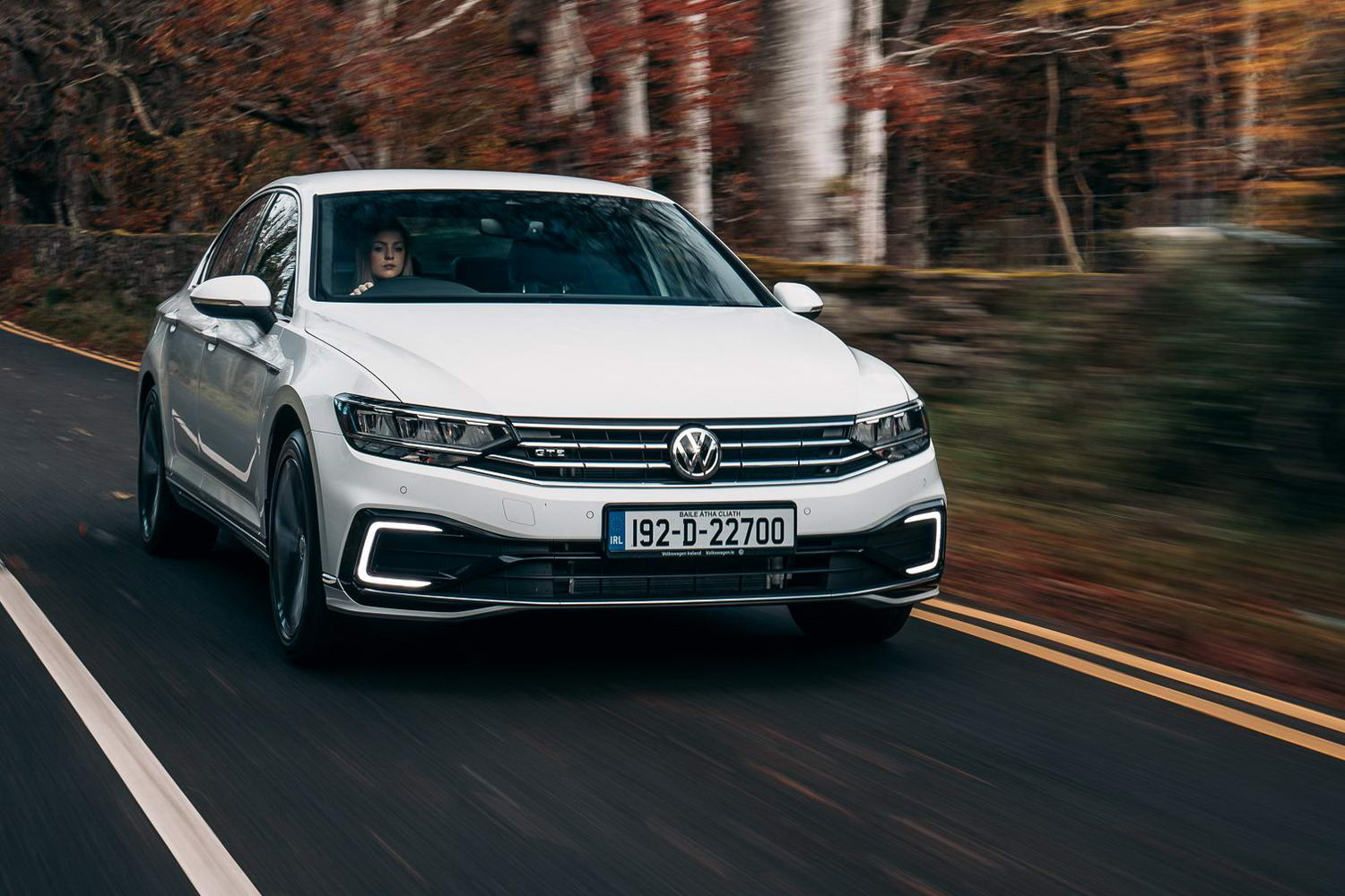 Car Reviews | Volkswagen Passat GTE (2020) | CompleteCar.ie