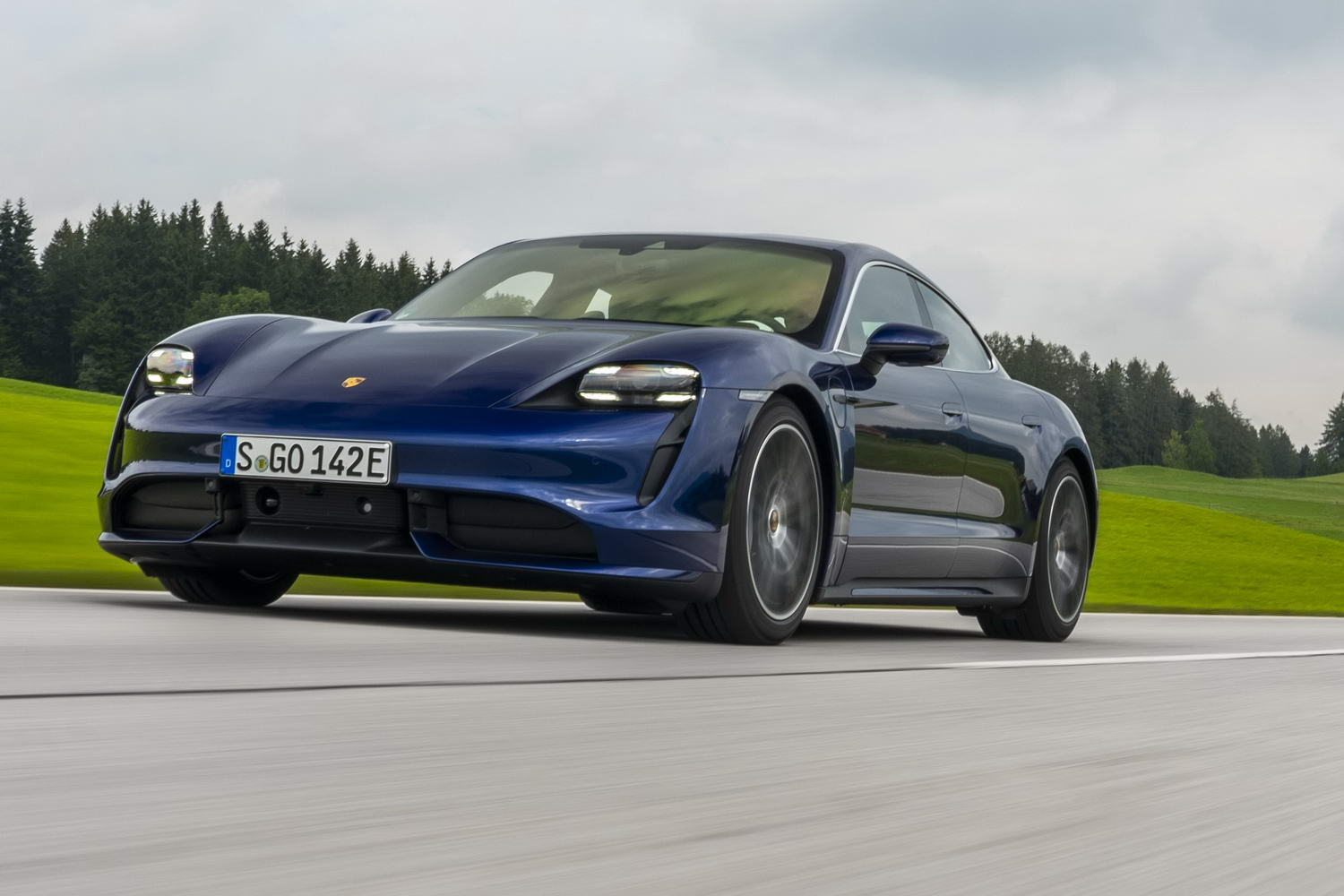 Car Reviews | Porsche Taycan Turbo (2020) | CompleteCar.ie