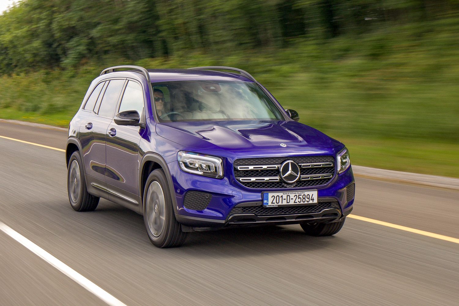 Car Reviews | Mercedes-Benz GLB 200 d (2020) | CompleteCar.ie