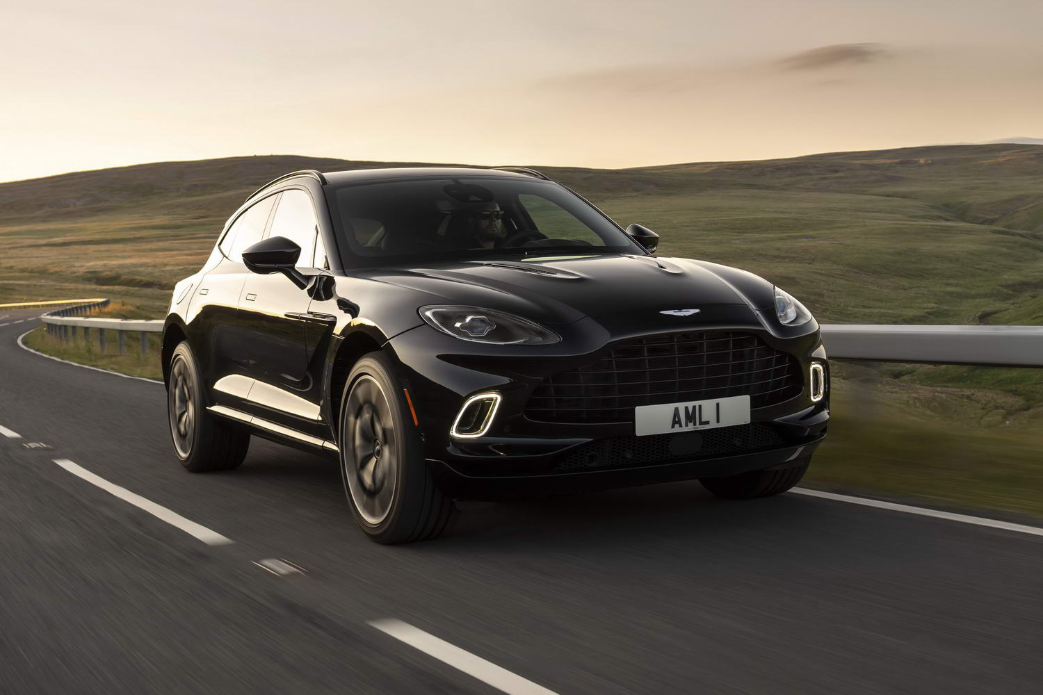Car Reviews | Aston Martin DBX V8 (2020) | CompleteCar.ie
