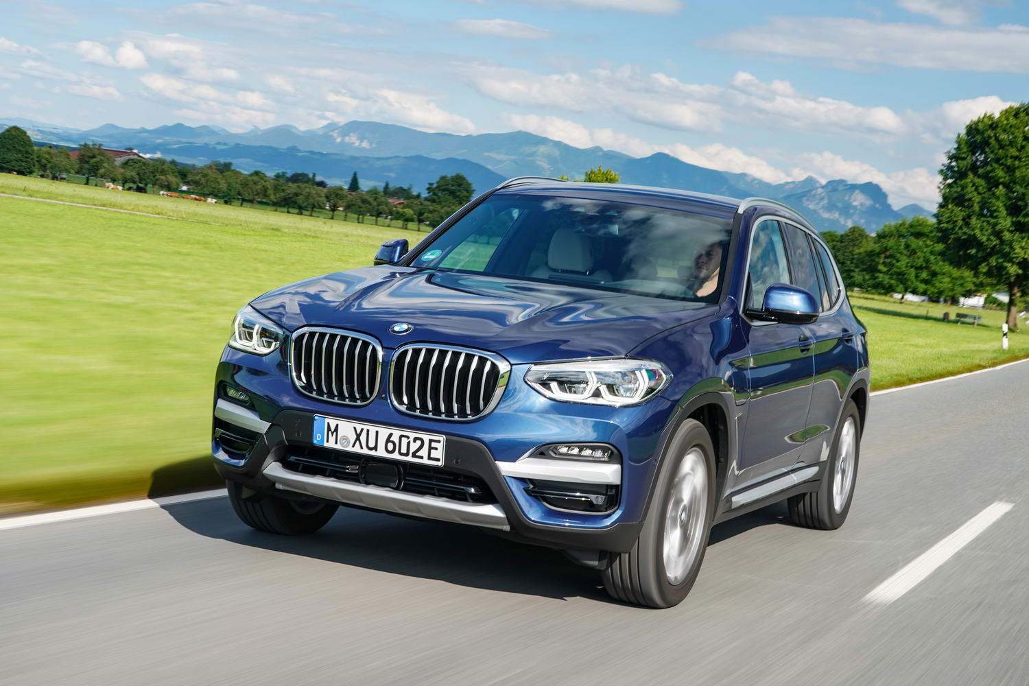 Car Reviews | BMW X3 xDrive30e hybrid (2020) | CompleteCar.ie