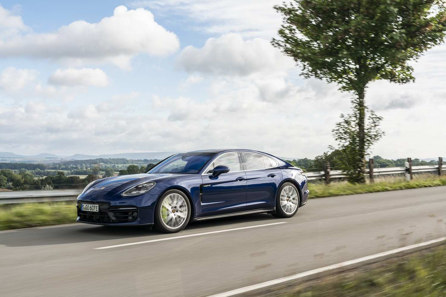 Car Reviews | Porsche Panamera 4S E-Hybrid (2021) | CompleteCar.ie