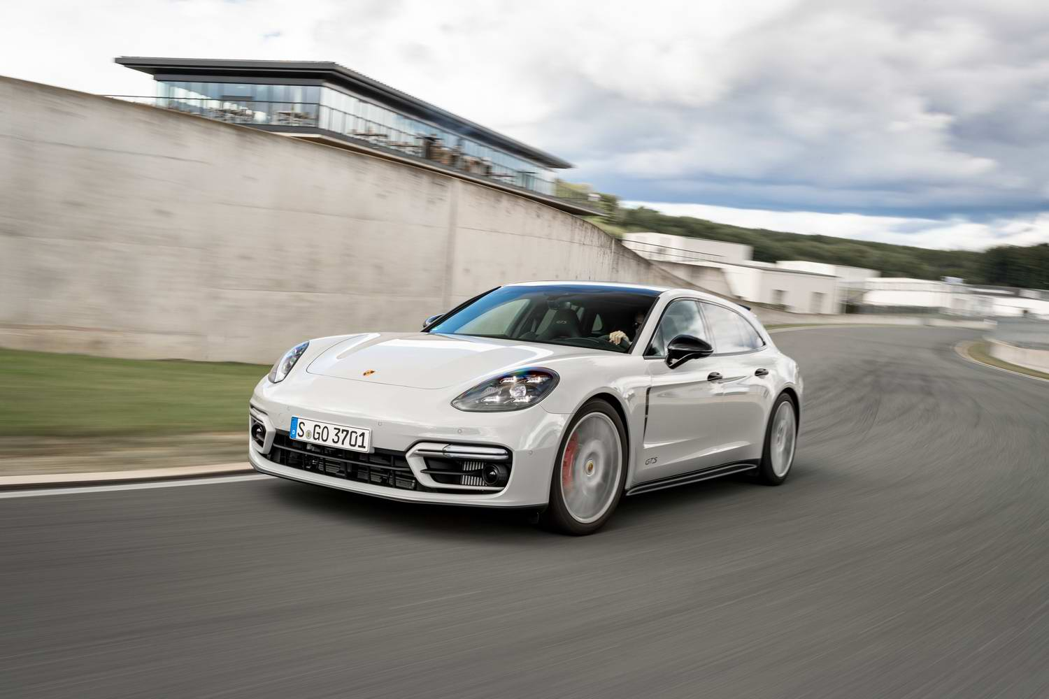 Car Reviews | Porsche Panamera GTS Sport Turismo (2021) | CompleteCar.ie