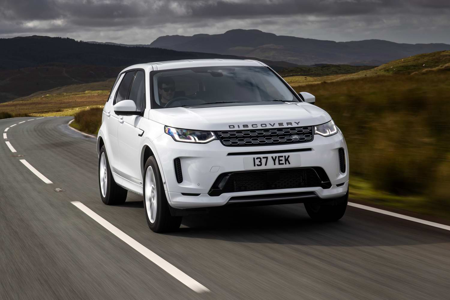 Car Reviews | Land Rover Discovery Sport P300e hybrid (2021) | CompleteCar.ie