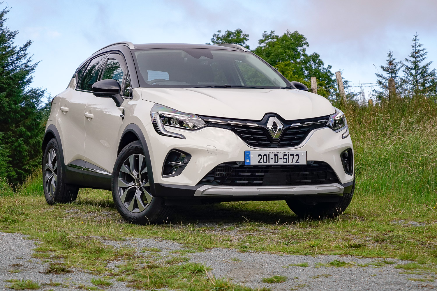 Car Reviews | Renault Captur 1.0 TCe 100 (2020) | CompleteCar.ie
