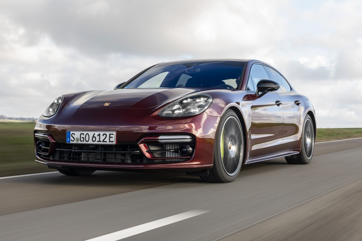 Car Reviews | Porsche Panamera 4 E-Hybrid (2021) | CompleteCar.ie