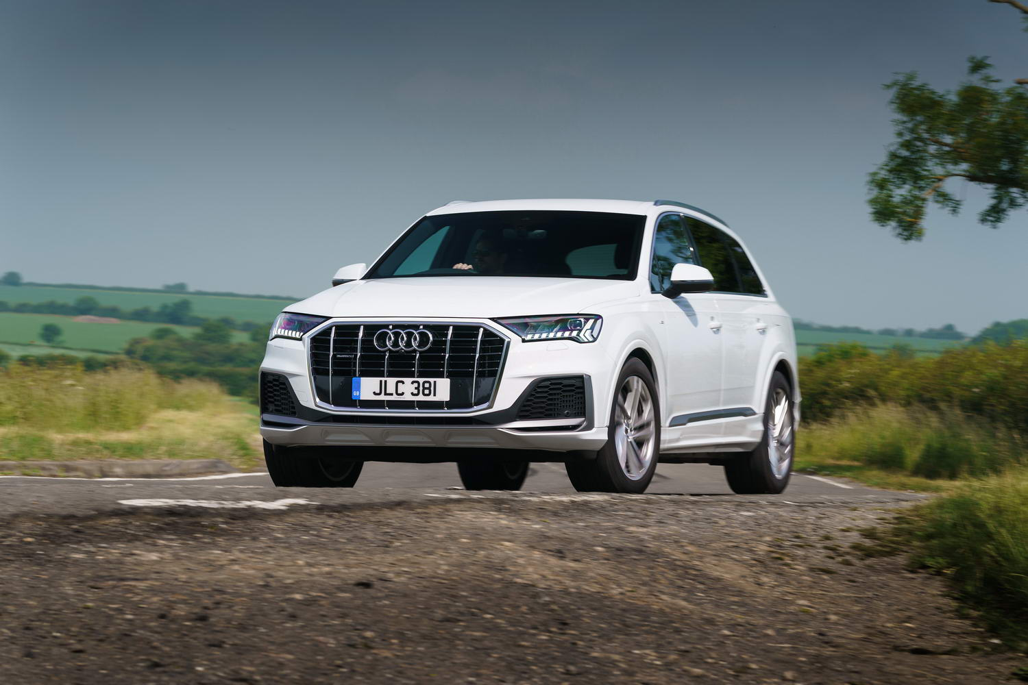 Car Reviews | Audi Q7 55 TFSI e hybrid (2021) | CompleteCar.ie