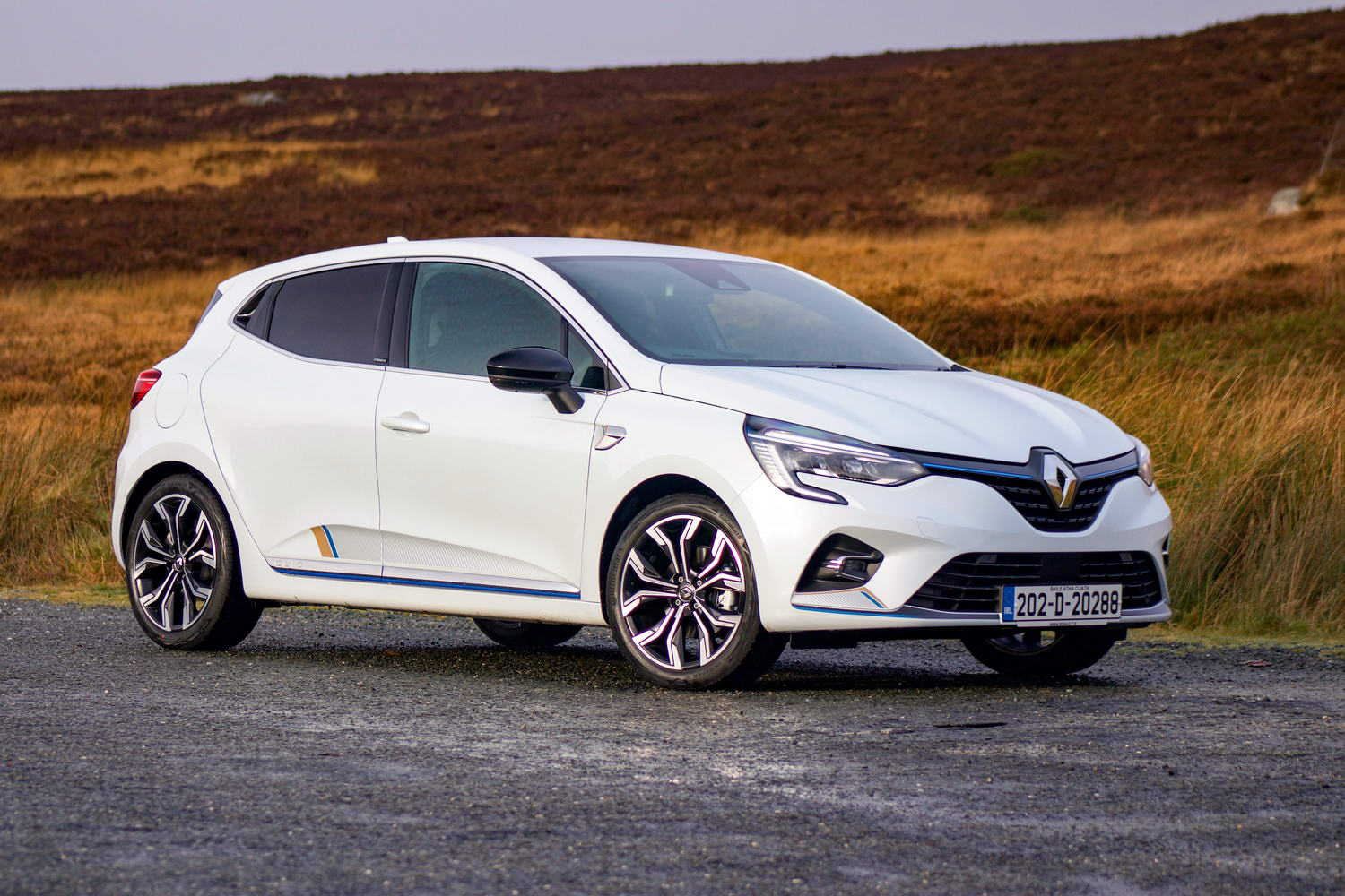 Car Reviews | Renault Clio E-Tech hybrid (2021) | CompleteCar.ie