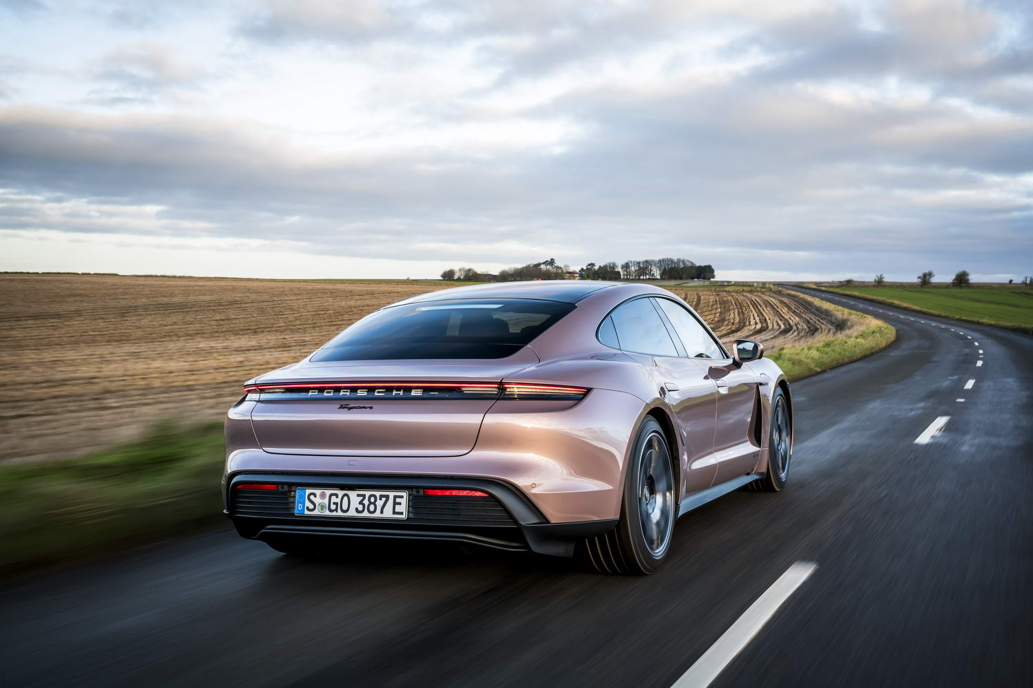 Car Reviews | Porsche Taycan RWD (2021) | CompleteCar.ie