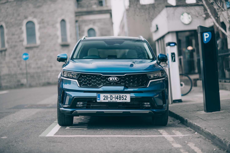 Car Reviews | Kia Sorento PHEV hybrid (2021) | CompleteCar.ie