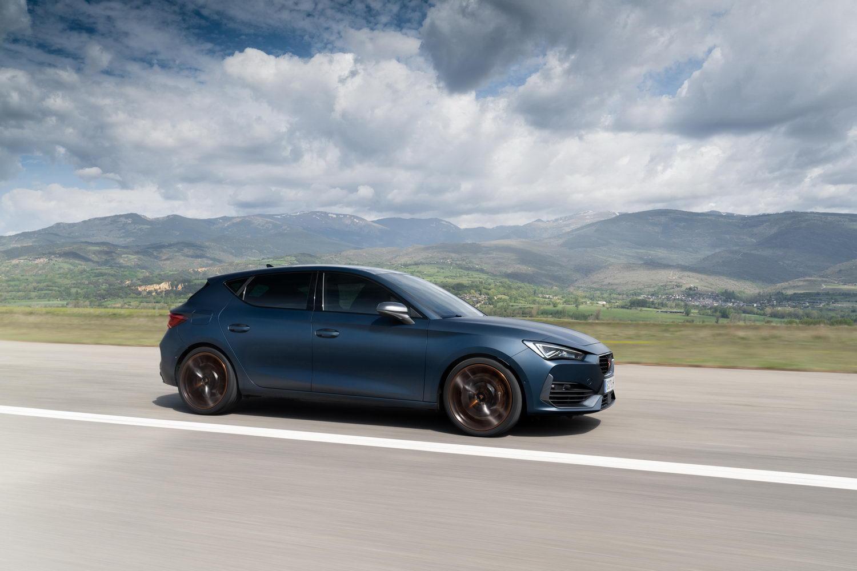 Car Reviews   Cupra Leon 2.0 TSI 300 (2021)   CompleteCar.ie