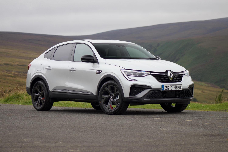 Car Reviews | Renault Arkana E-Tech Hybrid 145 (2021) | CompleteCar.ie