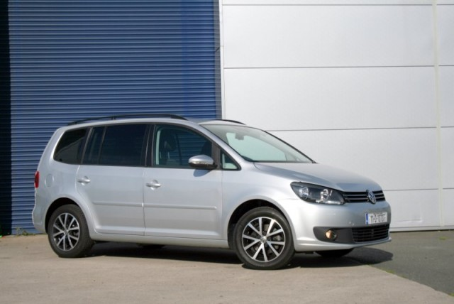 Car Reviews | Volkswagen Touran | CompleteCar.ie