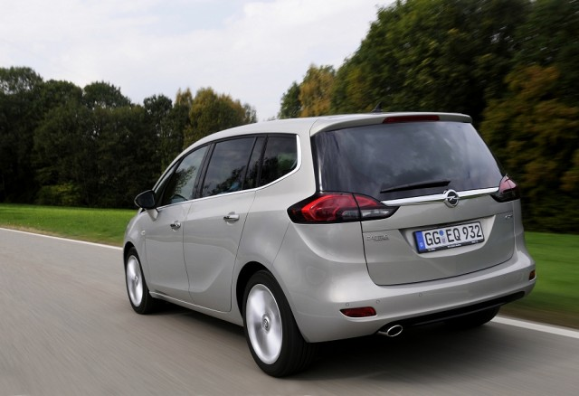 Car Reviews | Opel Zafira Tourer | CompleteCar.ie