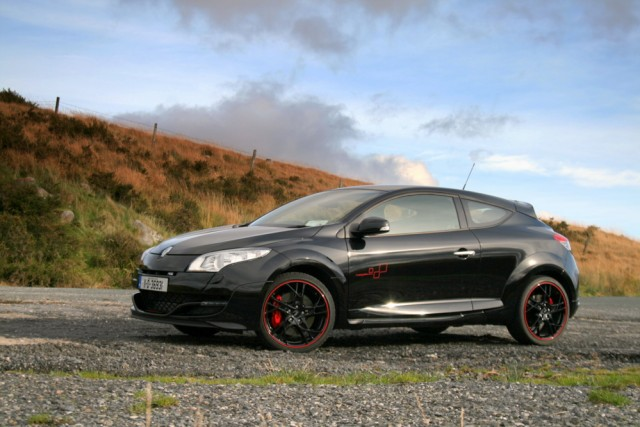 Car Reviews | Renault Megane Renaultsport Trophy | CompleteCar.ie