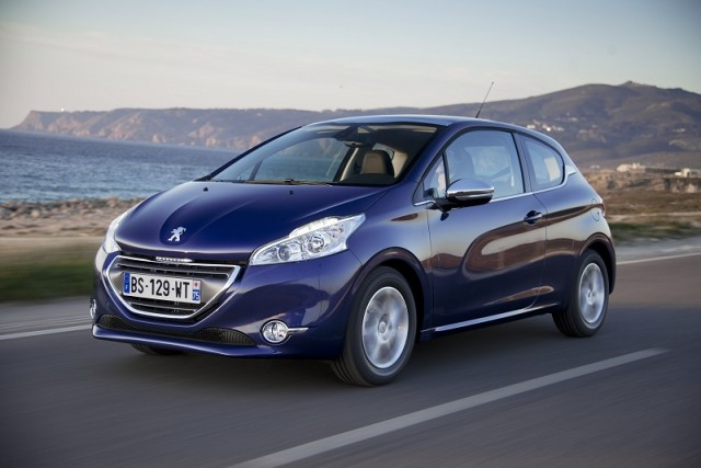 Car Reviews | Peugeot 208 | CompleteCar.ie