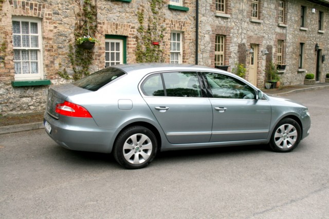 Car Reviews | Skoda Superb | CompleteCar.ie