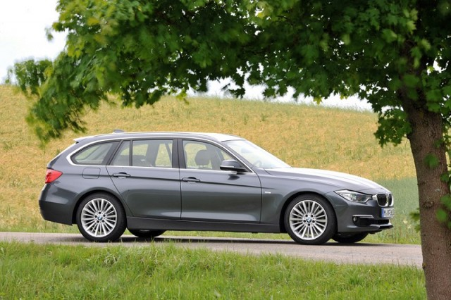 Car Reviews | BMW 3 Series Touring | CompleteCar.ie