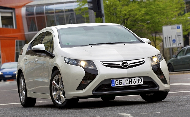 Car Reviews | Opel Ampera | CompleteCar.ie
